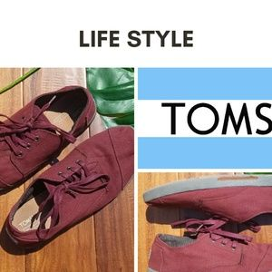Tom's men's tennis shoes burgandy tie up canvas 11